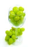 Uvas en vidrio de vino foto de archivo libre de regalías