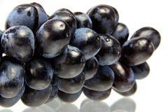 Uvas isoladas no fundo branco Fotografia de Stock