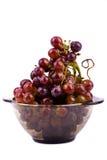Uvas na bacia isolada no branco Imagens de Stock Royalty Free