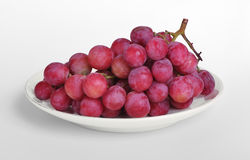 Uvas púrpuras en el platillo Fotografía de archivo libre de regalías