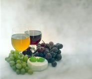 Uvas para vinho e queijo Fotografia de Stock Royalty Free