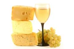 Uvas, queso y un vidrio. Foto de archivo