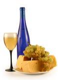 Uvas, queso y un vidrio Imágenes de archivo libres de regalías