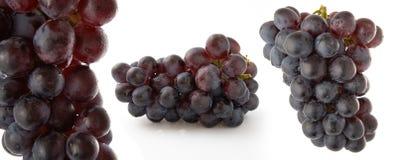 Uvas rojas en el fondo blanco Imagenes de archivo