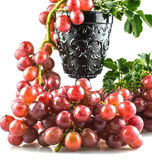 Uvas rojas maduras frescas con el fondo blanco Foto de archivo libre de regalías