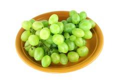 Uvas verdes em uma placa Imagem de Stock Royalty Free
