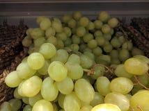 Uvas verdes frescas frias Fotos de Stock
