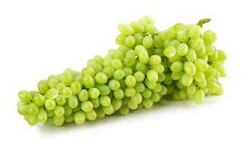 Uvas verdes isoladas no fundo branco Imagem de Stock