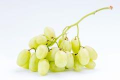 Uvas verdes suculentas frescas no fundo branco, conce saudável do alimento Imagem de Stock