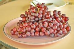 Uvas vermelhas frescas Imagem de Stock