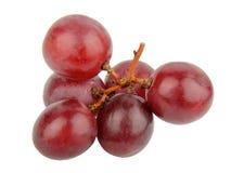 Uvas vermelhas isoladas no branco Foto de Stock