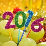 Uvas y el número 2016, como el Año Nuevo Imagen de archivo libre de regalías