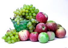 Uvas y manzanas Imagenes de archivo