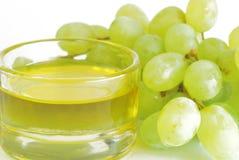 Uvas y petróleo de la uva Fotografía de archivo