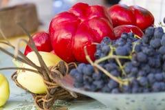 Uvas y pimientas rojas Imagen de archivo libre de regalías