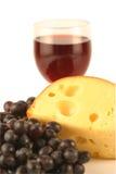 Uvas y queso. Imagenes de archivo