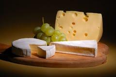 Uvas y queso Fotografía de archivo