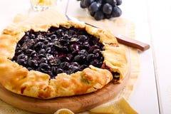 Uvas y tarta negras del romero Imagen de archivo libre de regalías