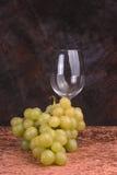 Uvas y vidrio de vino Imagen de archivo libre de regalías