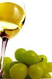 Uvas y vino blanco imagenes de archivo