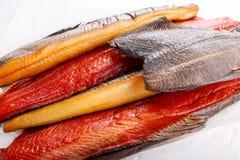Uwędzona ryba - czerwony łosoś, halibut, flądra obraz royalty free