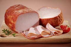 Uwędzony mięso na tnącej desce Obraz Stock