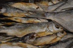 Uwędzona ryba Czerep od rybiego sklepu zdjęcia royalty free