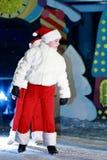 Uwalnia przedstawienie świętować nowego roku Dziewczyny tanczy na scenie Zdjęcie Stock