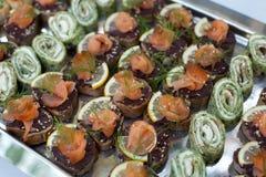 Uwędzony łososiowy cateringu talerz Fotografia Royalty Free