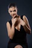 Uwodzicielski piękno w eleganckiej sukni Fotografia Stock