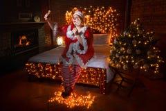 Uwodzicielski tłuściuchny Santa pomagier fotografia royalty free