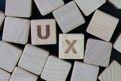 UX, het ontwerpconcept van de Gebruikerservaring, kubeert houten blok combineert wo stock fotografie