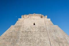 uxmal mexico Pyramid av trollkarlen Arkivfoto