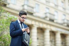 Uzależniający się komunikacja mobilna Zdjęcia Stock