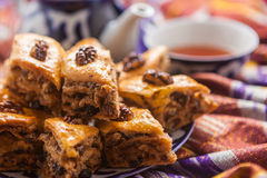 Uzbeka krajowy jedzenie na tradycyjnych tkanin adras Obraz Royalty Free