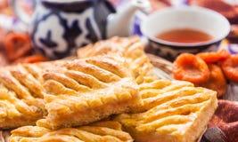 Uzbeka krajowy jedzenie na tradycyjnych tkanin adras Obraz Stock