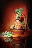 Uzbekisk traditionell tillbringare och druvor Arkivfoton