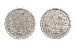 Uzbekiskt mynt på vit bakgrund Arkivfoto