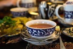 Uzbekiskt te i den traditionella restaurangen Royaltyfria Foton