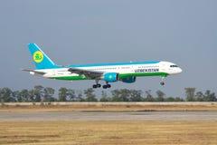 Uzbekistan Airways Boeing 757 Lizenzfreies Stockfoto