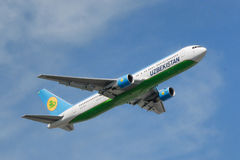 Uzbekistan Airways Boeing 767-33P (ER) Obrazy Stock