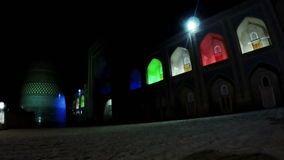 uzbekistan Khiva minaret mineur non fini de Kalta dans l'illumination de nuit clips vidéos