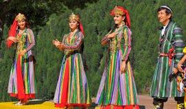 Uzbekistan-Tanz-Gruppe Stockfotos
