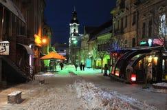 Uzhgorod de Oekraïne 7 JANUARI, van de de Wintersneeuw van 2017 de de nachtstad van de binnenstad Uzhgorod de Oekraïne Royalty-vrije Stock Afbeelding