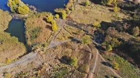 Uzhgorod granangular en el lago ukraine en el paisaje del parque almacen de metraje de vídeo