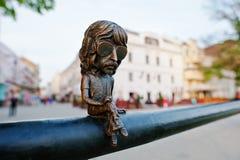 UZHGOROD, UCRÂNIA - ABRIL 11,2016: Mini escultura de bronze de John foto de stock royalty free