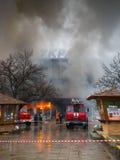 UZHGOROD UKRAINA, LUTY, - 01, 2016: Ogień i silny dymny cov Obrazy Stock