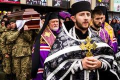 In Uzhhorod-afscheid aan militair die aan wonden in de ATO-streek stierf Royalty-vrije Stock Foto's