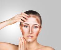 Uzupełniał kobiety twarz Konturowy i główna atrakcja makeup Zdjęcia Royalty Free