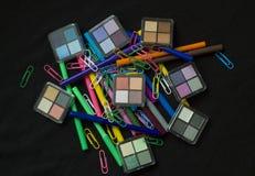 Uzupełniał produkty z Colourful piórami Fotografia Royalty Free